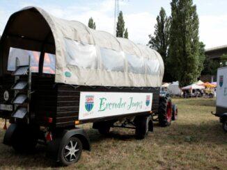 Traktor und Planwagen der Ercroder Jonges
