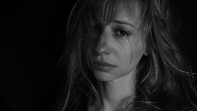Frau Tränen Gewalt Symbolbild - Foto: Victoria Borodinova / Pixabay