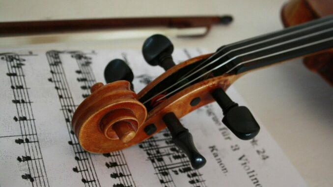 Geige und Noten Foto: Wolfgang Gerth - Pixabay